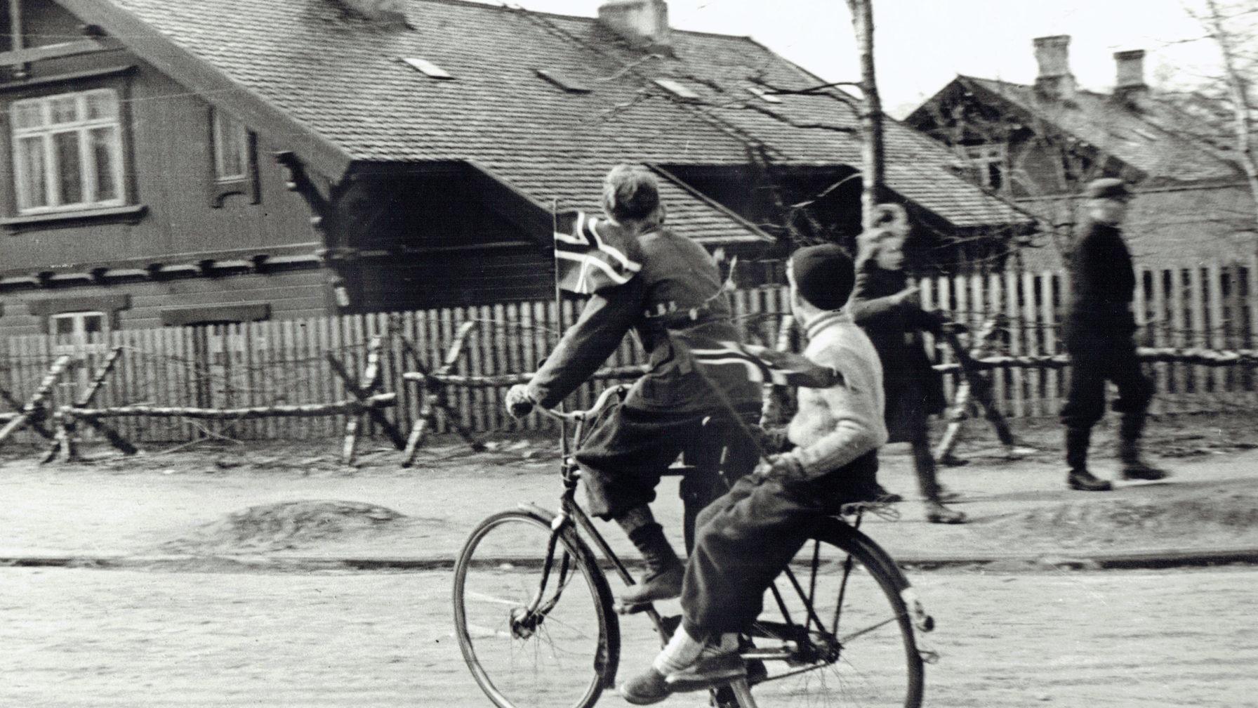 To på sykkel 8. mai 1945