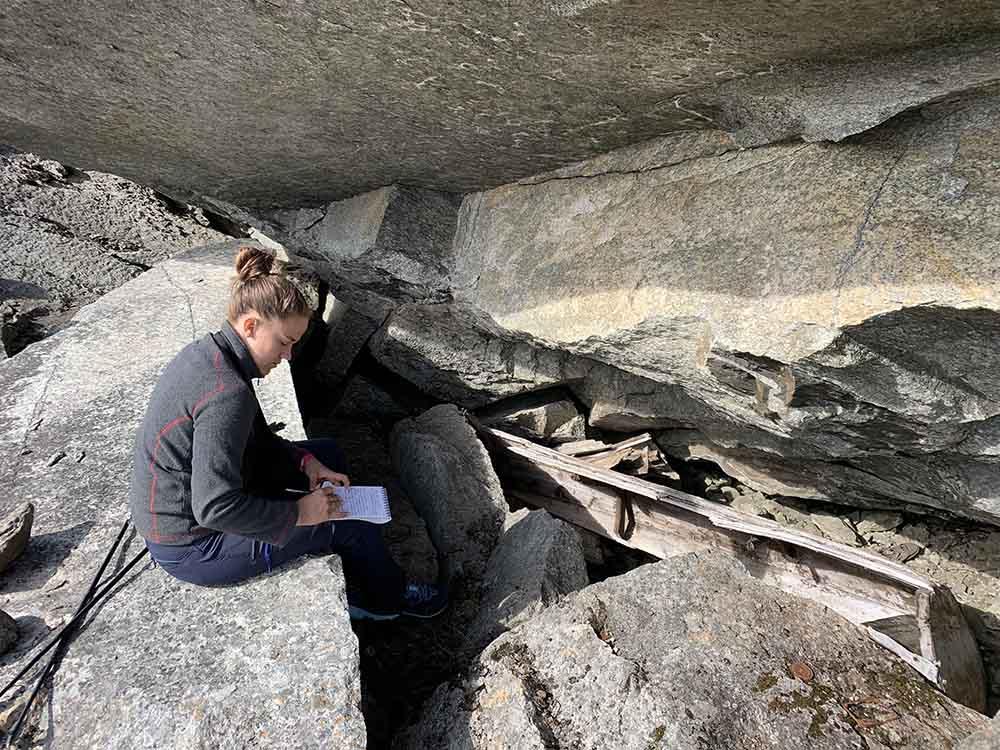 Pernille Østnes driver registrering av kulturminne